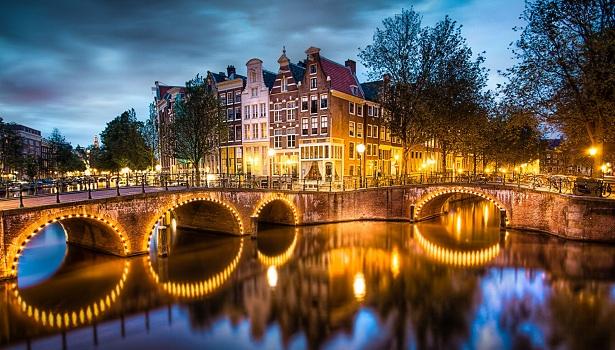 Vé máy bay đi Amsterdam Hà Lan